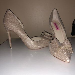 EUC💙BETSEY JOHNSON 💙Prince Metallic 3-D Bow Pump